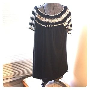 CACHE NWT  top with crochet embellishment LG